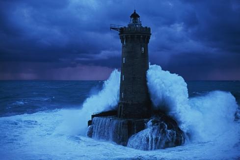 lighthouse with waves crashingg on it